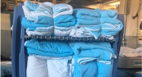 עגלת כביסה מטרו כחולה עבור בית חולים תל השומר